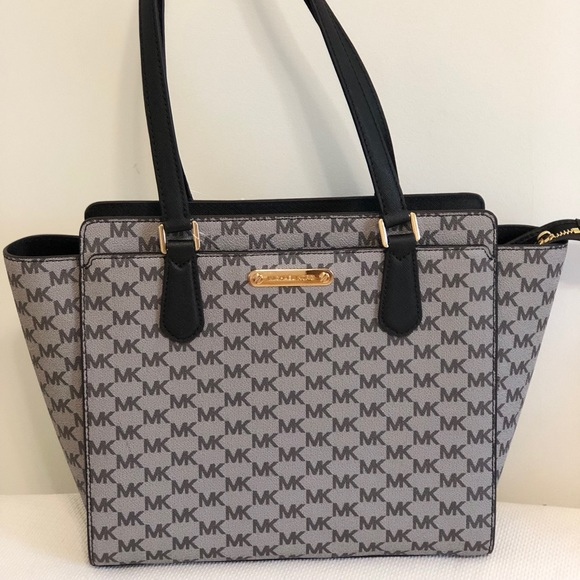 7c7e6868605a65 Michael Kors Bags | New Authentic Mk Dee Dee Tote | Poshmark